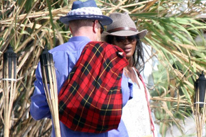 Η Naomi Campbell «πνίγει» τον πόνο της στη Μύκονο