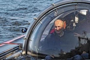 Ο Βλαντιμίρ Πούτιν στα ίχνη του James Bond
