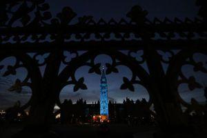Μπλε φωτισμός στον Καναδά προς τιμήν του νεογέννητου