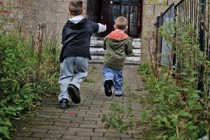 Ένα στα τρία παιδιά στη Βρετανία ζουν σε συνθήκες φτώχειας