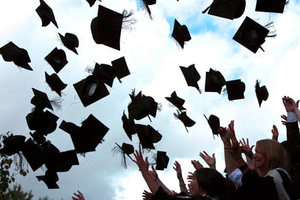 Χιλιάδες Έλληνες επιλέγουν το εξωτερικό για τις σπουδές τους