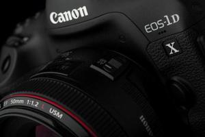 Φωτογραφική μηχανή με θηριώδη αισθητήρα ετοιμάζει η Canon