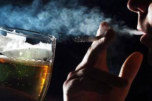 Τσιγάρο και ποτό επιταχύνουν τη νοητική εξασθένιση