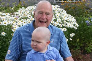 Ξύρισε το κεφάλι του σε ένδειξη συμπαράστασης ο Τζορτζ Μπους