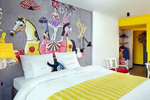 25hours: Ξενοδοχείο… τσίρκο!