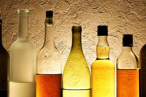 Κατασχέθηκαν 12.000 λαθραίες φιάλες αλκοολούχων ποτών στη Λάρισα