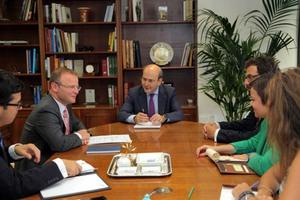 Συνάντηση Χατζηδάκη με τον Βρετανό πρεσβευτή στην Ελλάδα