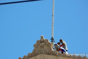 «Βγάλανε τη σημαία από τη Βουλή, σε λίγο θ' ανεβάσουν τη γερμανική»