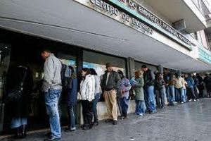 Οι νέοι της Πορτογαλίας υπό τον ασφυκτικό κλοιό της ανεργίας