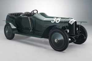 Δύο κλασικά «αγωνιστικά» της Mercedes