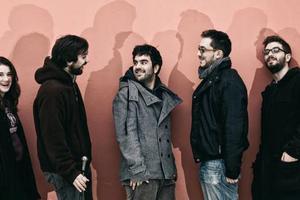 Η νέα γενιά της ελληνικής μουσικής ταξιδεύει στην Σύρο