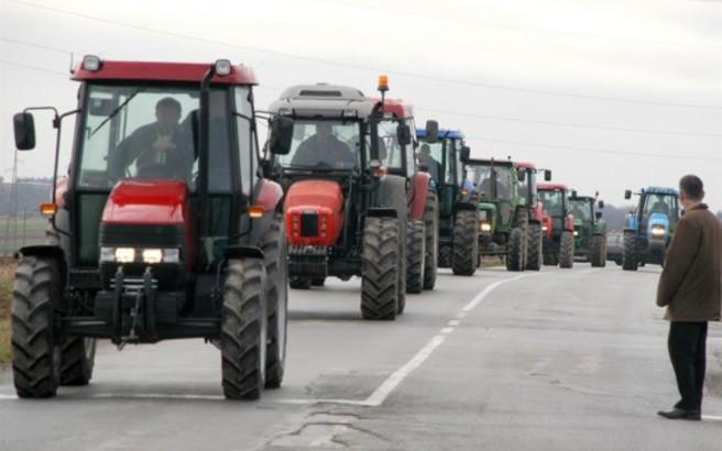 Ετοιμάζουν τα τρακτέρ για τις εθνικές οδούς οι αγρότες