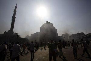 Στο τέμενος Αλ Φάτεχ του Καΐρου μπήκε ο στρατός