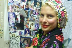 Η Ελένη Μενεγάκη σε παραδοσιακό γάμο της Καρπάθου