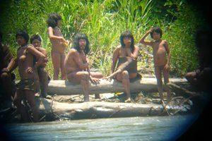 Απομονωμένη φυλή εμφανίστηκε στον Αμαζόνιο