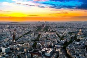 το Παρίσι να βγαίνεις με αυτό που έχεις πάθος