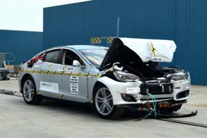 Τόσο ασφαλές που διέλυσε τον μηχανισμό του crash-test!
