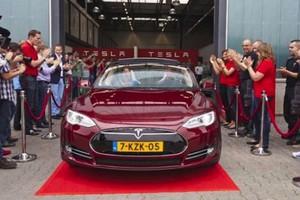 «Απόβαση» της Tesla στην Ευρώπη