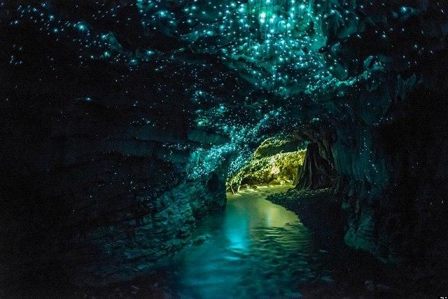 Παραμυθένιο σκηνικό: Το μυστηριώδες σπήλαιο που φωσφορίζει!