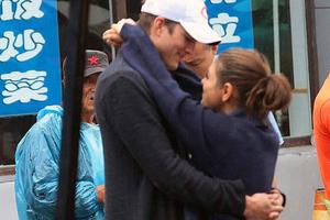 Mila Kunis και Ashton Kutcher ερωτευμένοι στην Κίνα
