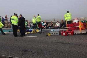 Διακόσιοι τραυματίες από καραμπόλα εκατό αυτοκινήτων στη Βρετανία