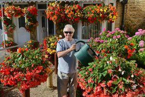 Τυφλός βραβεύτηκε για τον πολύχρωμο κήπο του