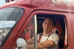 Ο Μέσι, το φορτηγάκι και ο… ράπερ!