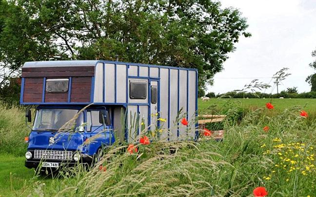Το μικρότερο ξενοδοχείο της Βρετανίας!!!'Τρυπώσαμε' μέσα & σας παρουσιάζουμε πόσο λιλιπούτειο είναι!!!(photos)
