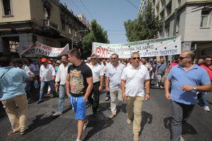 Κατάληψη της γέφυρας Σερβίων από εργαζόμενους της ΛΑΡΚΟ