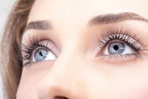 Επέμβαση αλλάζει μόνιμα το χρώμα των ματιών