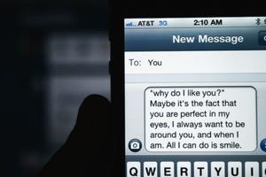 Πώς στέλνουμε SMS σε συνθήκες απόλυτου σκότους