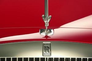 Μοντέλο SUV ετοιμάζει η Rolls-Royce