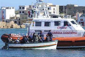 Διασώθηκαν περισσότεροι από 1.000 μετανάστες στη Σικελία