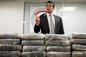 Βρήκαν 1,3 τόνους κοκαΐνης μέσα σε βαλίτσες σε αεροπλάνο στο Παρίσι