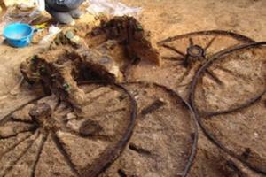 Αρχαιολόγοι ανακάλυψαν άμαξα 2.500 χρόνων