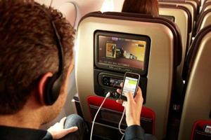 Σκέψεις να επιτραπούν κινητά και ταμπλέτες στα αεροπλάνα