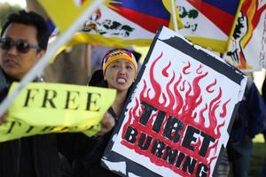 Τουλάχιστον 60 τραυματίες σε καταστολή διαδηλώσεων στο Θιβέτ