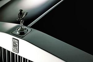 Πολυτελές SUV σκέφτεται η Rolls-Royce