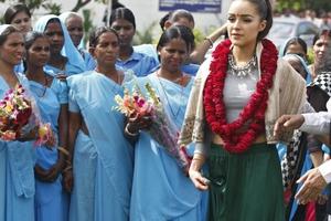 Η αρχαιολογική υπηρεσία της Ινδίας κατήγγειλε τη Μις Κόσμος 2012