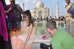 Μηνύουν της Μις Υφήλιος για παράνομη φωτογράφιση το Τατζ Μαχάλ