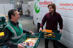Ο Ερυθρός Σταυρός θα διανείμει τρόφιμα στη Βρετανία!