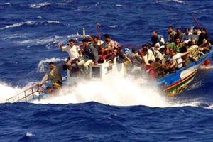 Περισσότεροι από 400 λαθρομετανάστες διασώθηκαν ανοιχτά της Σικελίας