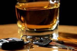 Μεθυσμένος πήρε σβάρνα 15 αυτοκίνητα