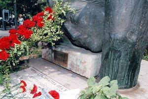 Βανδαλισμοί στο μνημείο του Γρηγόρη Λαμπράκη