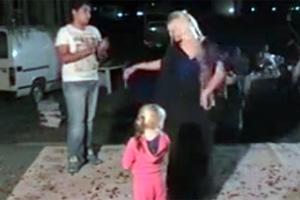 Βίντεο με τη μικρή Μαρία να χορεύει