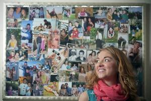 Ανασυνθέτει τη ζωή της μέσα από φωτογραφίες και ημερολόγια