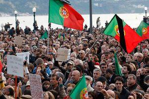 Δουλειά και αξιοπρέπεια αναζητούν χιλιάδες Πορτογάλοι