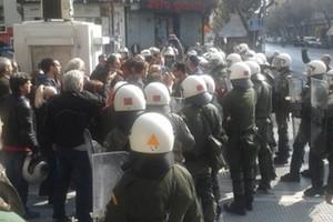 Βουλευτής του ΣΥΡΙΖΑ καταγγέλλει ότι χτυπήθηκε από τα ΜΑΤ