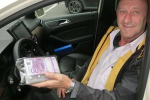 Ταξιτζής επέστρεψε τα «ξεχασμένα» 250 χιλιάδες ευρώ