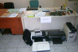 Εργαστήριο πλαστών ταξιδιωτικών εγγράφων στο Περιστέρι